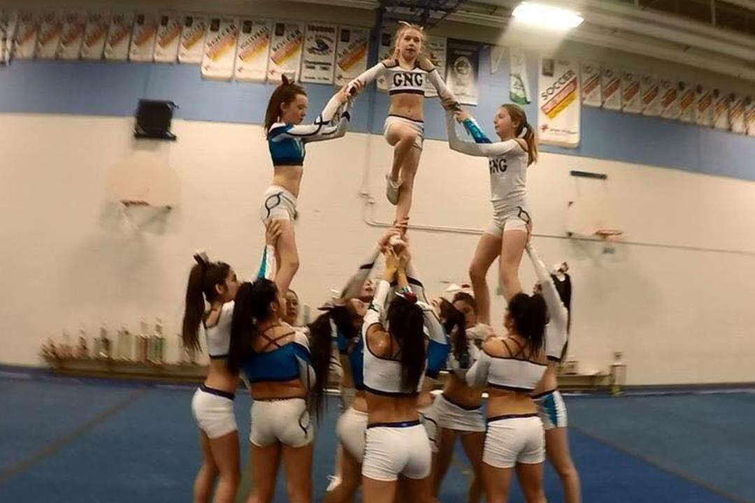 cheerleading pyramide